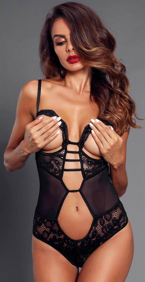 Női erotikus test kitett mellekkel
